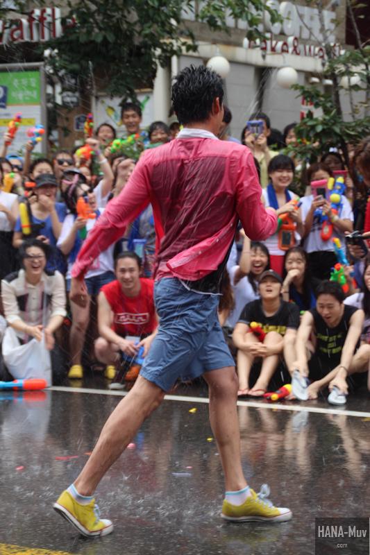 130727 watergun festival sinchon seoul - HANA-Muv.com- (16)