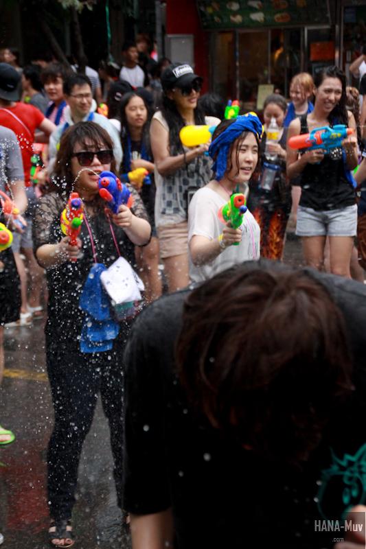 130727 watergun festival sinchon seoul - HANA-Muv.com- (2)