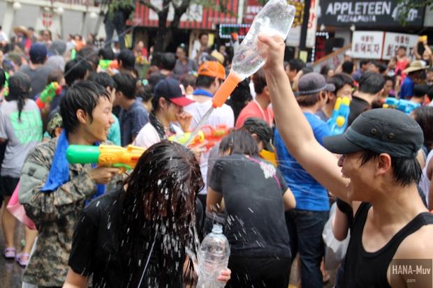 130727 watergun festival sinchon seoul - HANA-Muv.com- (5)