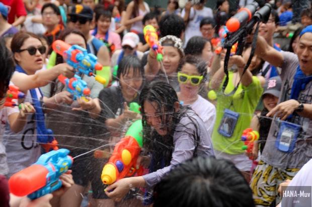 130727 watergun festival sinchon seoul - HANA-Muv.com- (6)