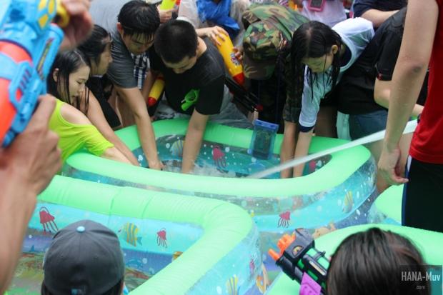 130727 watergun festival sinchon seoul - HANA-Muv.com- (8)