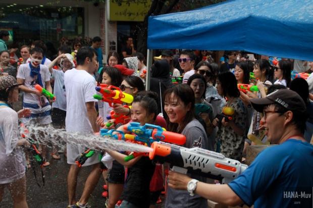 130727 watergun festival sinchon seoul - HANA-Muv.com- (9)
